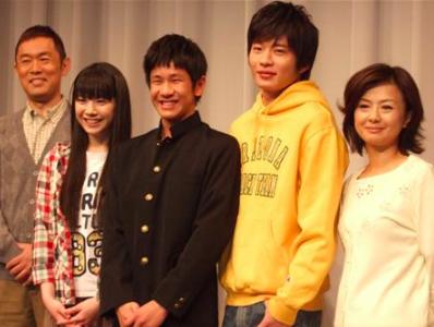 田中圭と元カノ夏帆共演 中学生ホームレス2