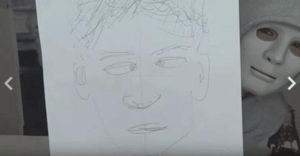 ラファエルが自分の顔の似顔絵を描いていた