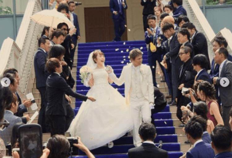 あやなんと東海オンエアしばゆーの結婚式の参加者は?